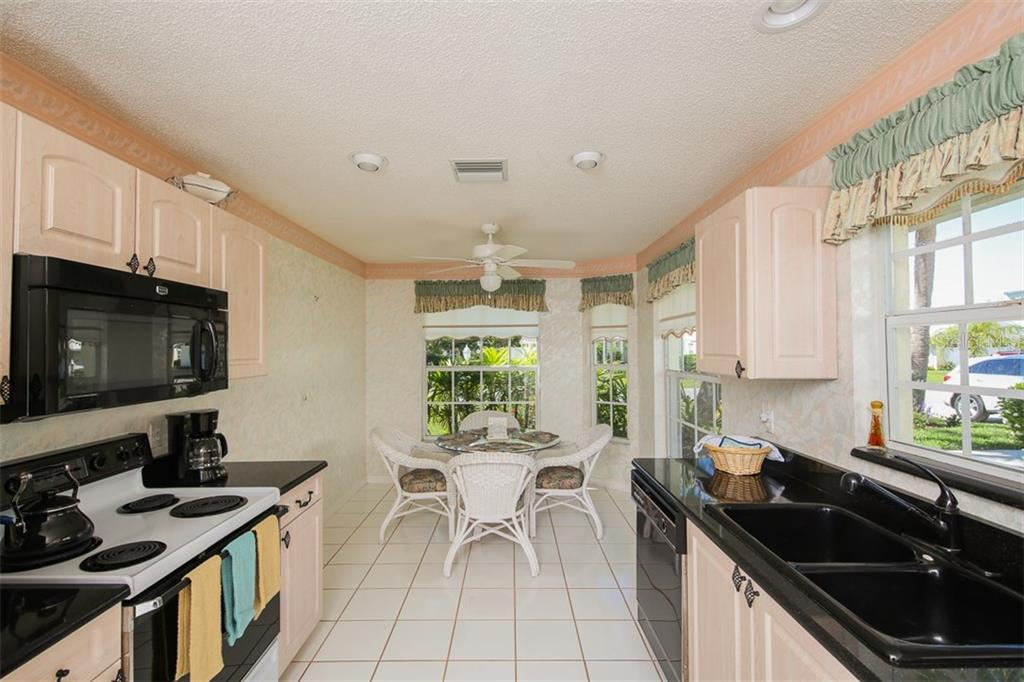 Kitchen & Breakfast Nook - Single Family Home for sale at 1806 Ashley Dr, Venice, FL 34292 - MLS Number is D5918442
