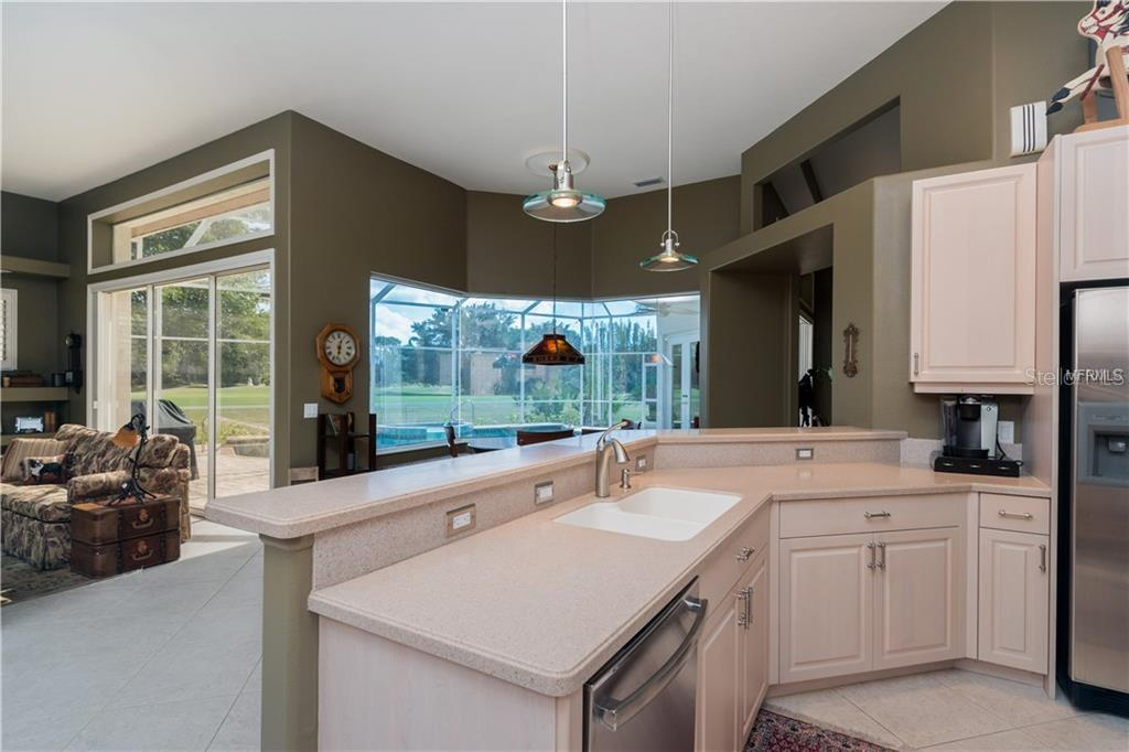 Kitchen - Single Family Home for sale at 422 Wincanton Pl, Venice, FL 34293 - MLS Number is D6101809