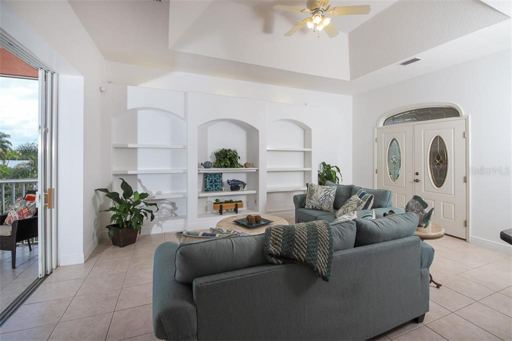 Lovely sitting area at the entry. - Single Family Home for sale at 9033 Allapata Ln, Venice, FL 34293 - MLS Number is D6106356