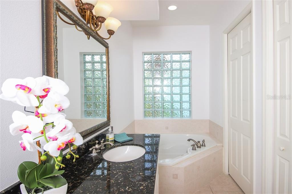 Master Bath with large, granite double vanity. - Single Family Home for sale at 9033 Allapata Ln, Venice, FL 34293 - MLS Number is D6106356