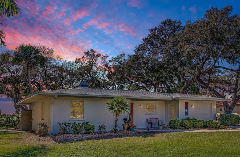 Single Family Home for sale at 918 Edgewater Dr, Englewood, FL 34223 - MLS Number is D6111167