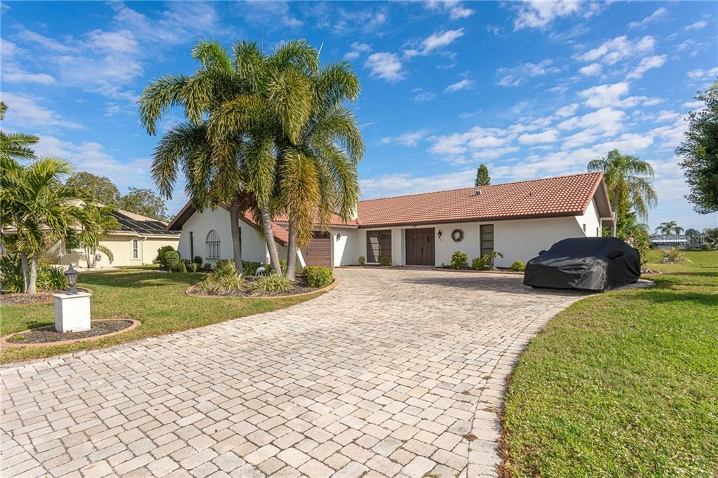 Single Family Home for sale at 329 Oakwood Cir, Englewood, FL 34223 - MLS Number is D6115829