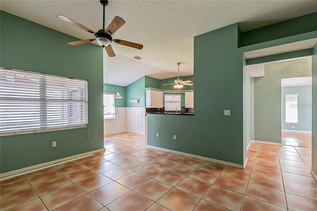 Single Family Home for sale at 7137 40th Ln E, Sarasota, FL 34243 - MLS Number is O5915113