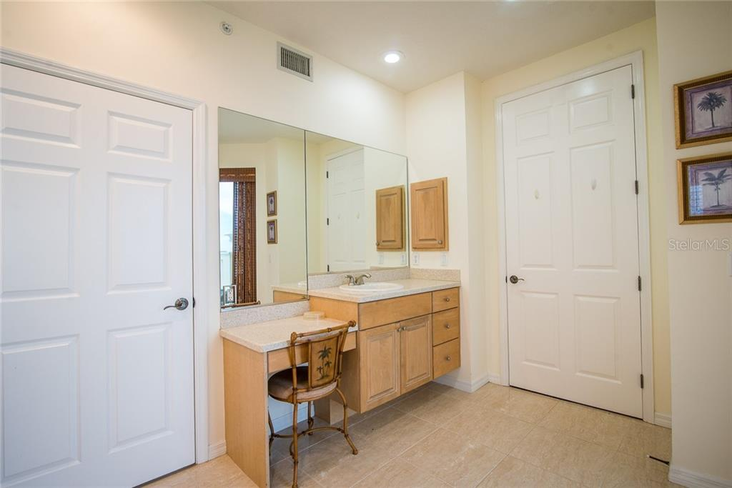 Separate vanity and make-up counter. - Condo for sale at 4410 Warren Ave #511, Port Charlotte, FL 33953 - MLS Number is C7432222