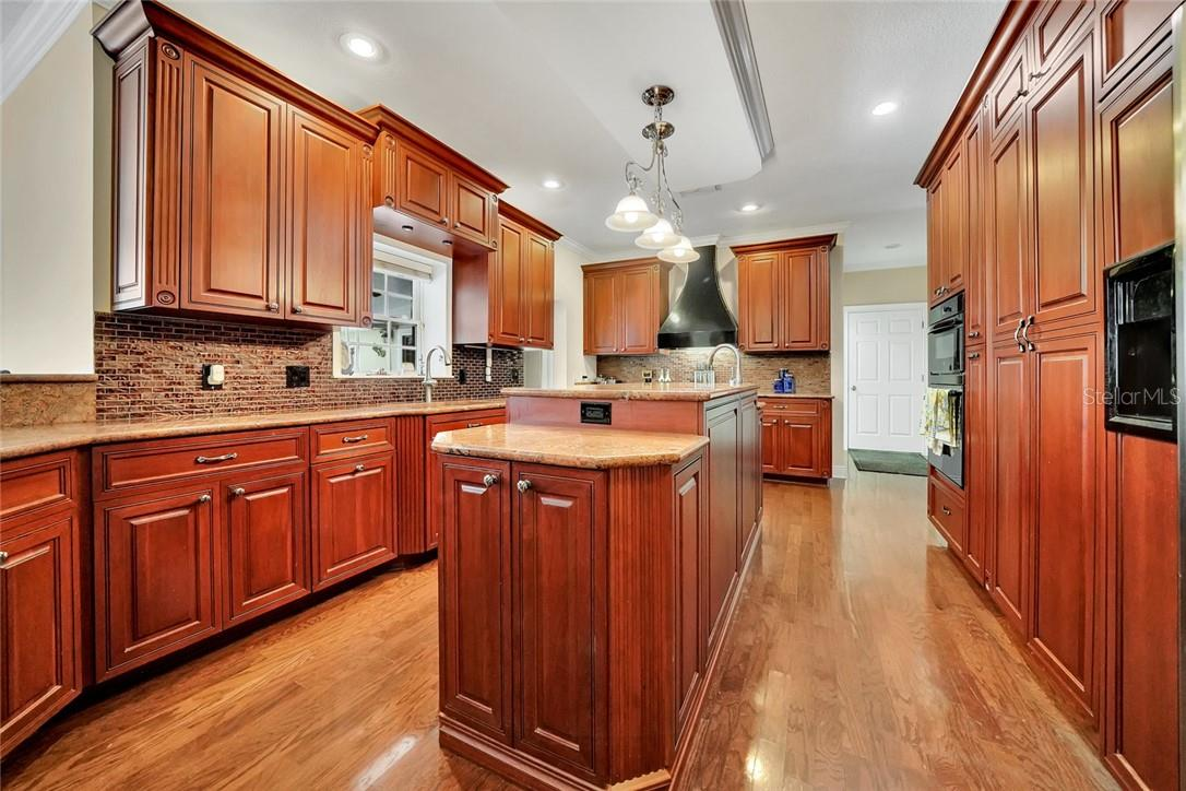 Gourmet Kitchen with island, dual sinks, built in cabinet walk in Pantry - Single Family Home for sale at 10230 Sw County Road 769, Arcadia, FL 34269 - MLS Number is C7437596