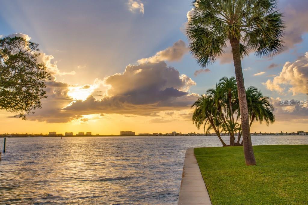 1502 Sandpiper Ln, Sarasota, FL 34239 - photo 10 of 15