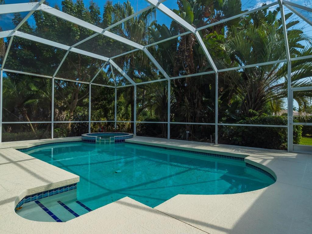 Pool and hot tub, private setting - Single Family Home for sale at 7607 Heathfield Ct, University Park, FL 34201 - MLS Number is A4154606