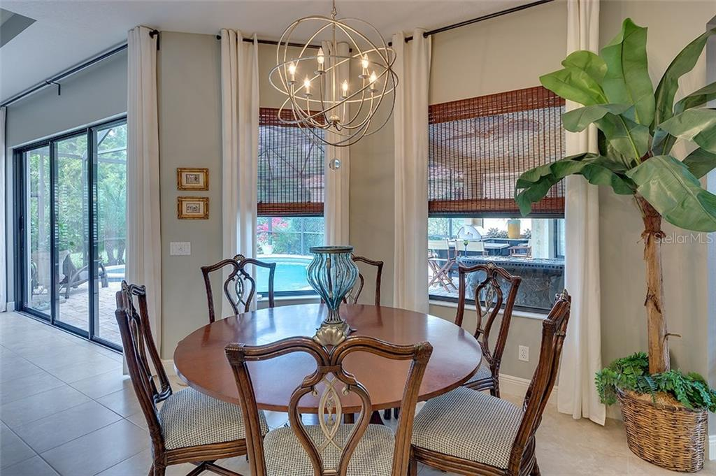 Breakfast nook off the kitchen - Single Family Home for sale at 7254 Lake Forest Gln, Lakewood Ranch, FL 34202 - MLS Number is A4174107