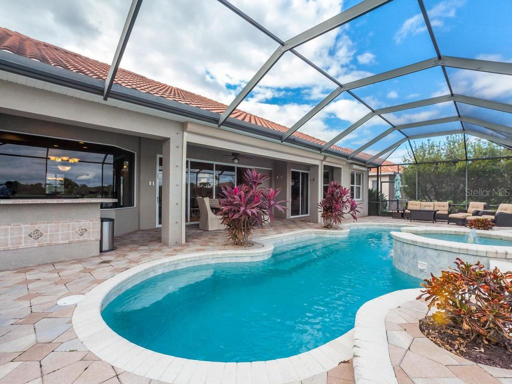 Single Family Home for sale at 911 Maritime Ct, Bradenton, FL 34212 - MLS Number is A4174507