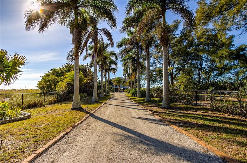 Driveway - Single Family Home for sale at 811 N Shore Dr, Anna Maria, FL 34216 - MLS Number is A4178184