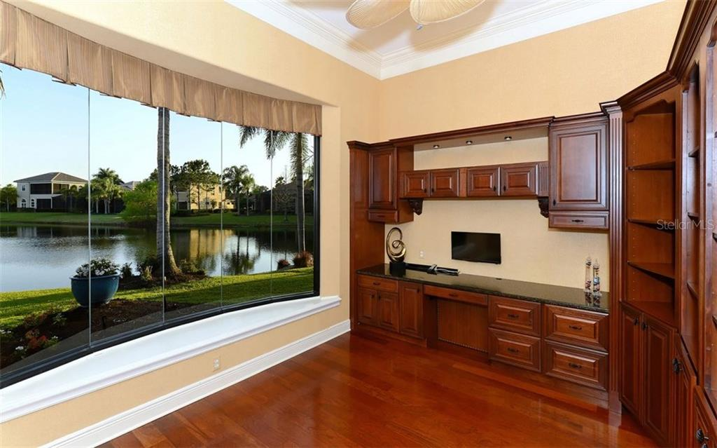 Single Family Home for sale at 12802 Deacons Pl, Lakewood Ranch, FL 34202 - MLS Number is A4181218