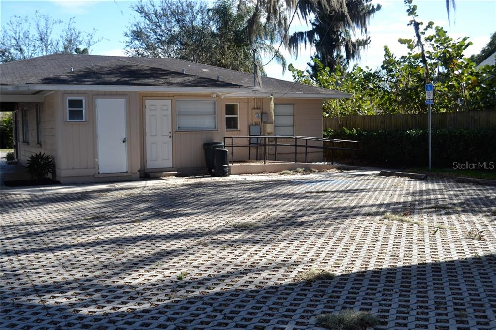 Single Family Home for sale at 512 25th St W, Bradenton, FL 34205 - MLS Number is A4183157