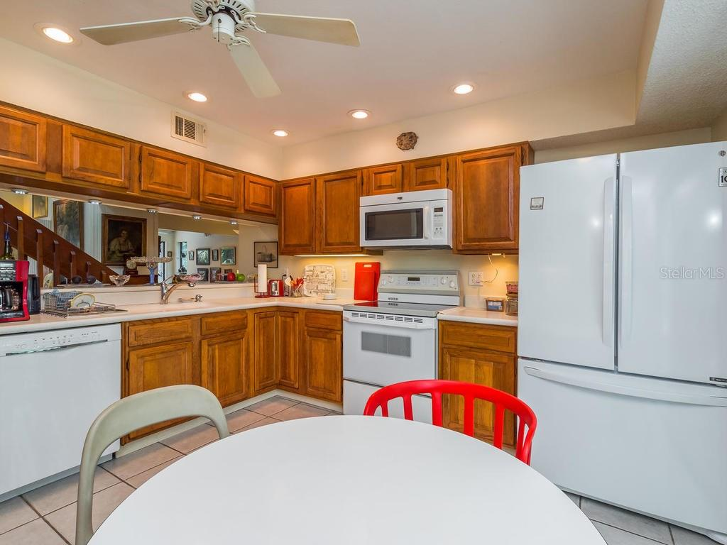 Kitchen with pass-thru - Condo for sale at 1380 Landings Pt #26, Sarasota, FL 34231 - MLS Number is A4187270
