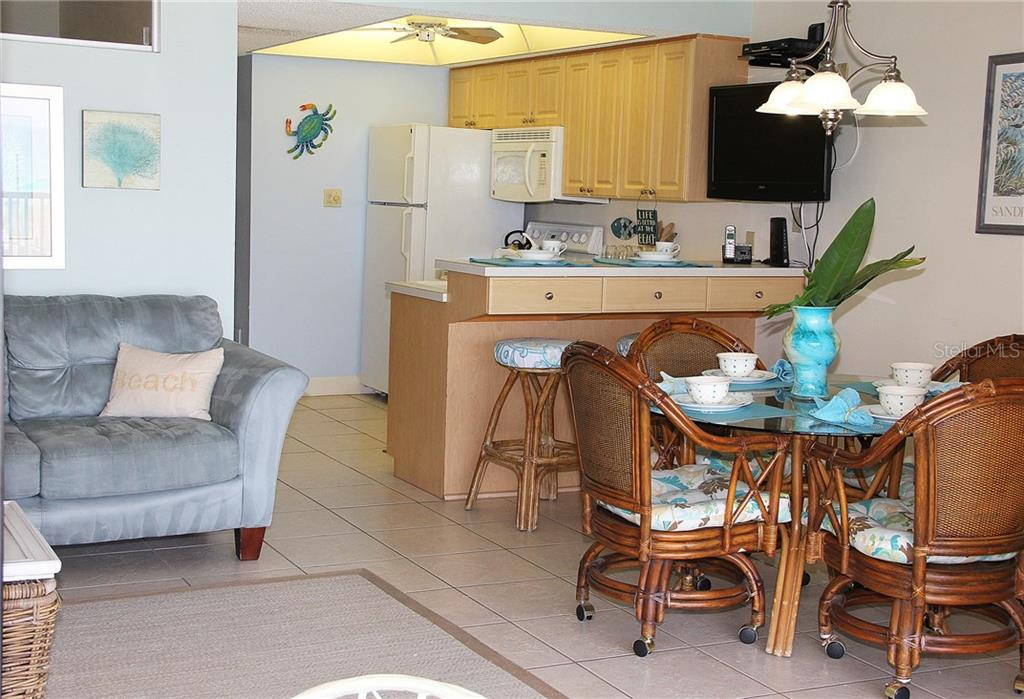 Dining area & Kitchen - Condo for sale at 4621 Gulf Of Mexico Dr #11c, Longboat Key, FL 34228 - MLS Number is A4187979