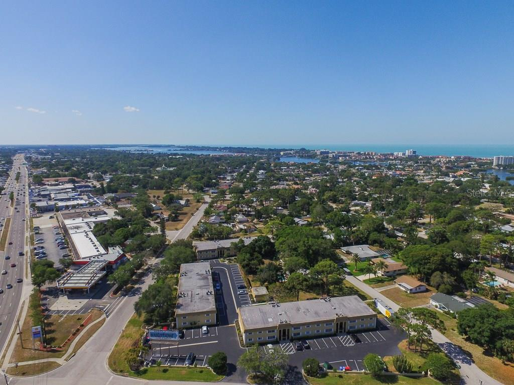 Aerial view - Condo for sale at 5800 Hollywood Blvd #113, Sarasota, FL 34231 - MLS Number is A4188016