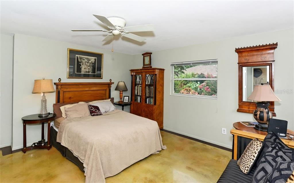 Single Family Home for sale at 8122 Timber Lake Ln, Sarasota, FL 34243 - MLS Number is A4188466