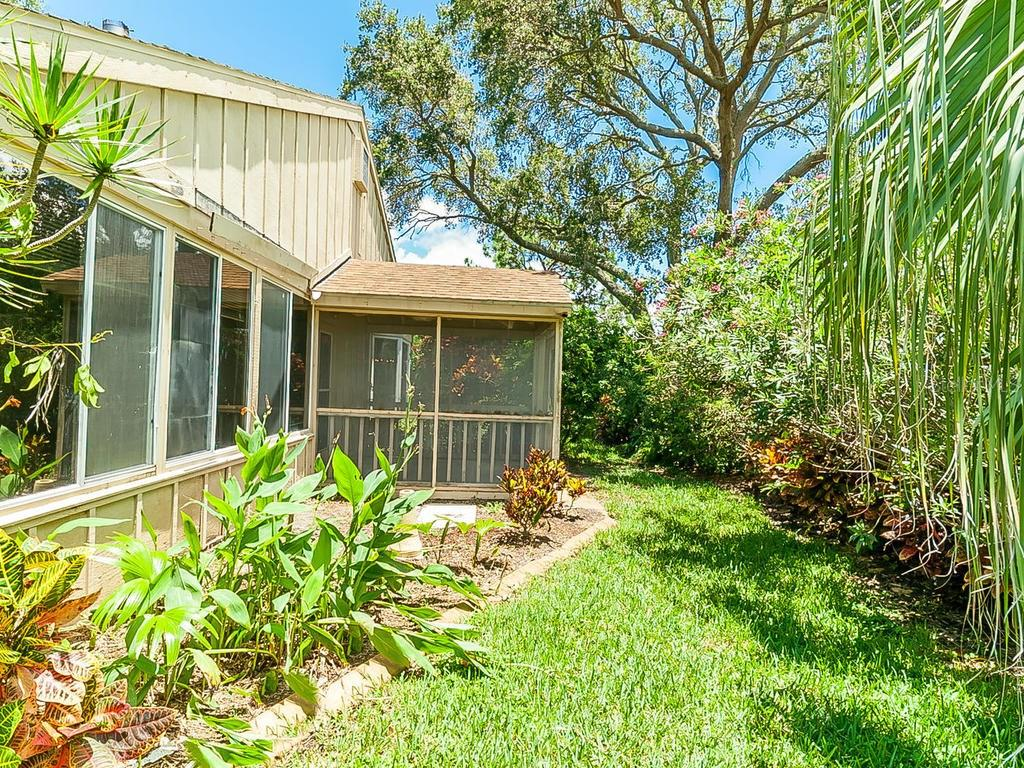 Single Family Home for sale at 6822 Arbor Oaks Dr, Bradenton, FL 34209 - MLS Number is A4188953