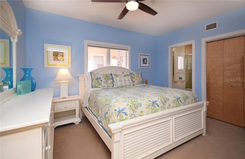 2nd bedroom, with bath ensuite. - Condo for sale at 439 Beach Rd #e, Sarasota, FL 34242 - MLS Number is A4192797