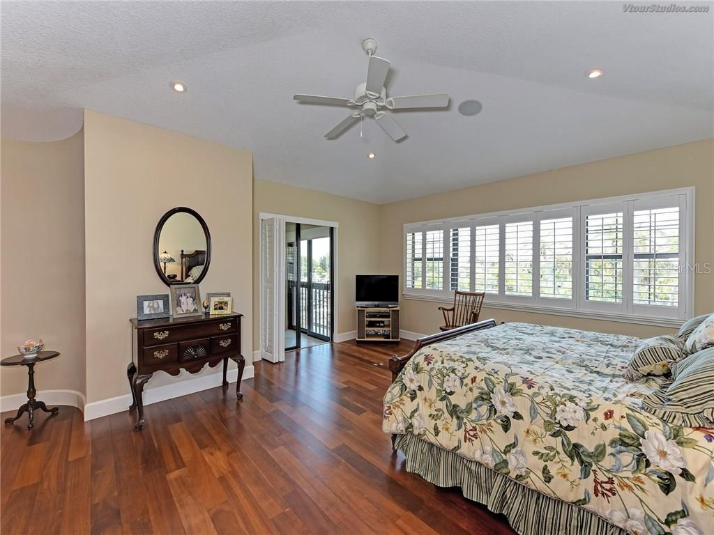 Master suite - Condo for sale at 4106 Marina Ct #622, Cortez, FL 34215 - MLS Number is A4195845