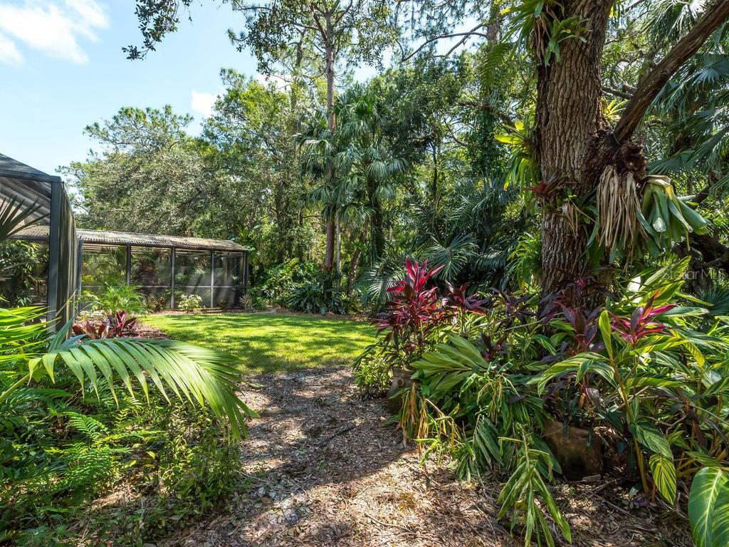 Pool / lanai area and addtl screened area currently used as aviary (former spa & still wired if wanted to convert) - Single Family Home for sale at 7520 Weeping Willow Dr, Sarasota, FL 34241 - MLS Number is A4196497