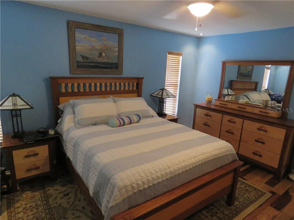This master bedroom suite includes ensuite bath and large cedar-wooded walk-in closet. - Single Family Home for sale at 829 Harbor Dr S, Venice, FL 34285 - MLS Number is A4198898