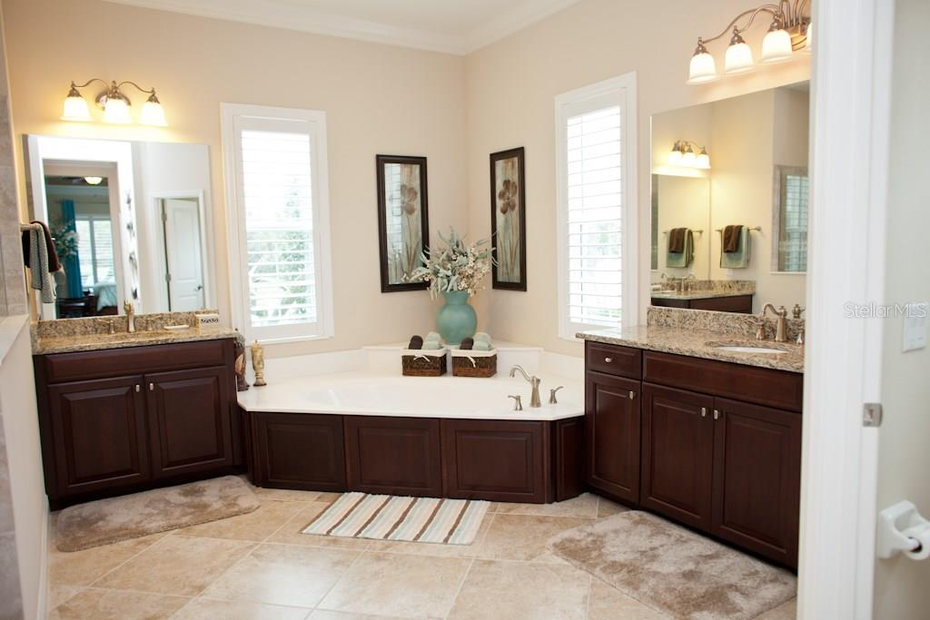 Master bath also has walk in shower in addition to soaking tub - Single Family Home for sale at 519 Sawgrass Bridge Rd, Venice, FL 34292 - MLS Number is A4201353