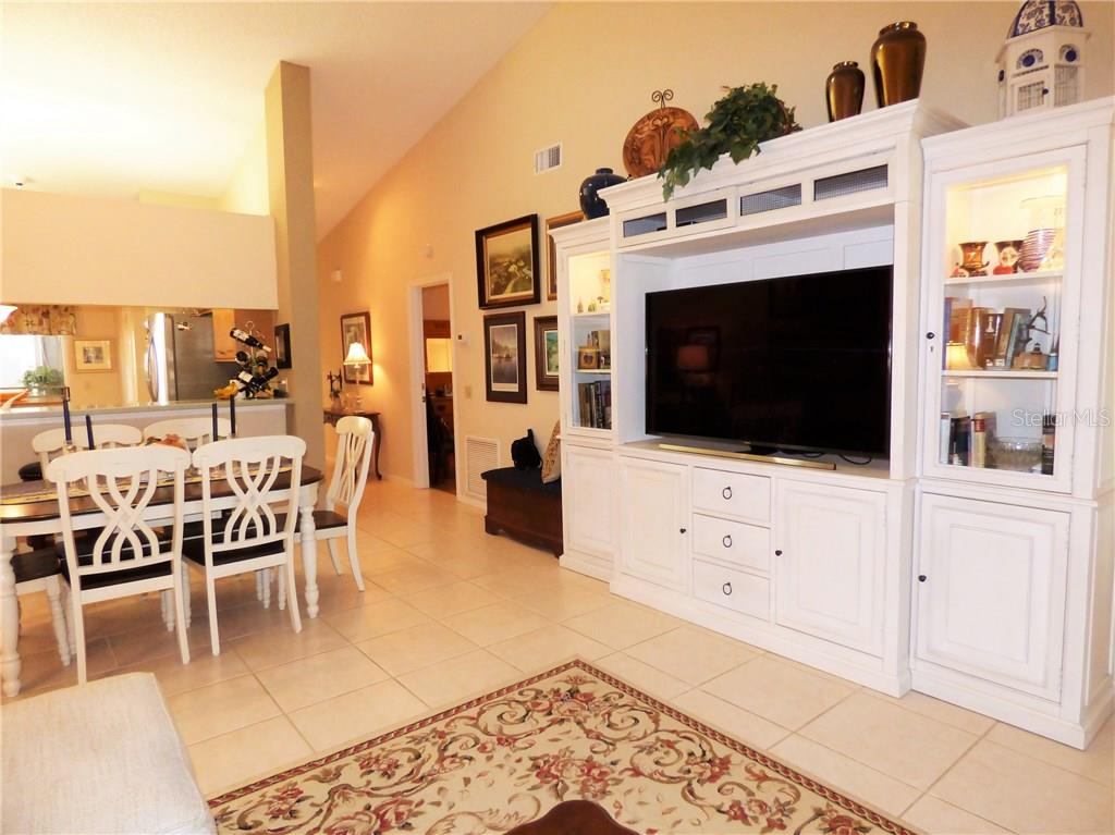 Condo for sale at 7106 Lakeside Dr, Sarasota, FL 34243 - MLS Number is A4202648