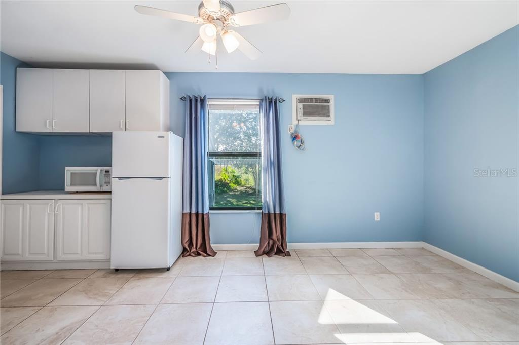 Single Family Home for sale at 2518 Wood Oak Dr, Sarasota, FL 34232 - MLS Number is A4205227