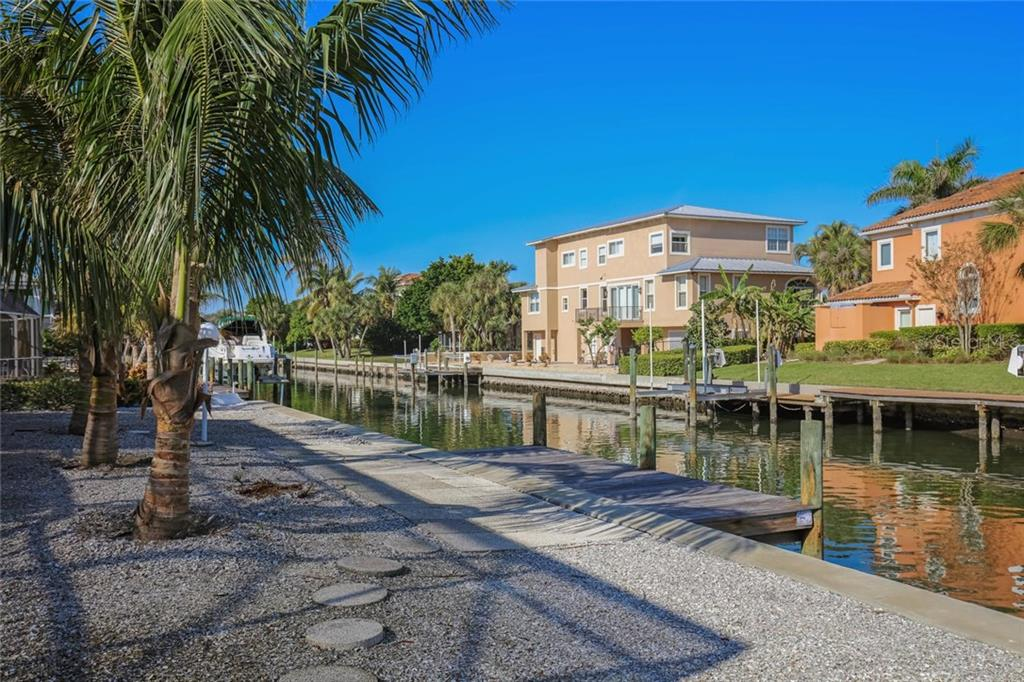 Single Family Home for sale at 629 Rountree Dr, Longboat Key, FL 34228 - MLS Number is A4205785