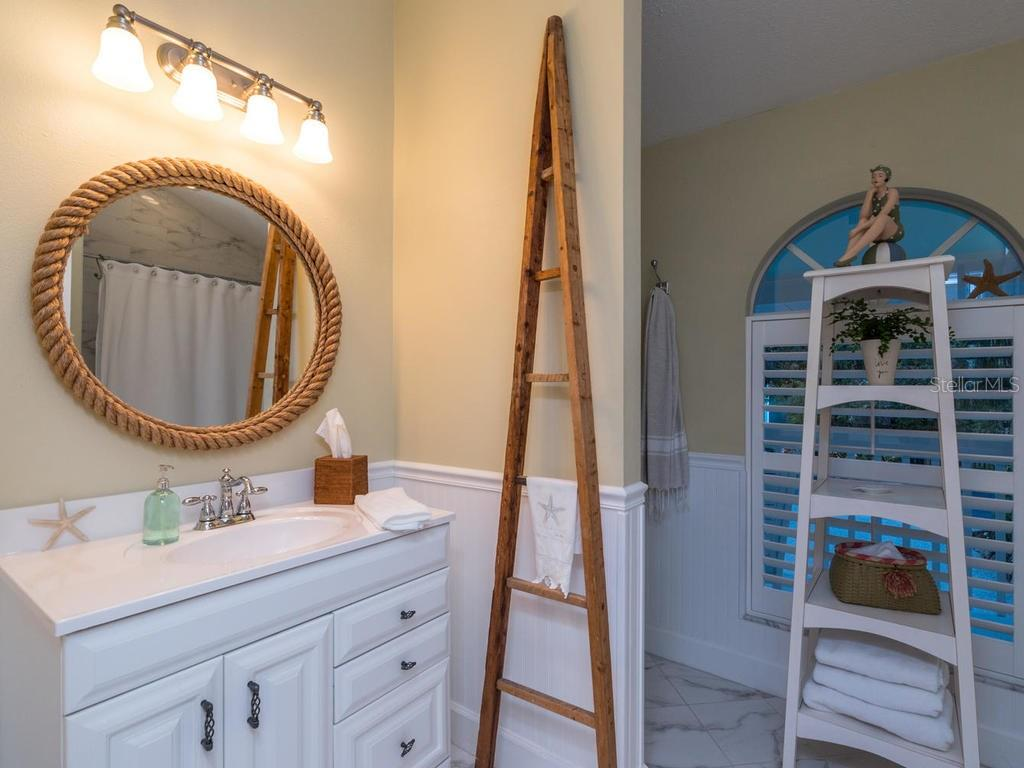 2nd bathroom - Single Family Home for sale at 5194 Siesta Woods Dr, Sarasota, FL 34242 - MLS Number is A4206364