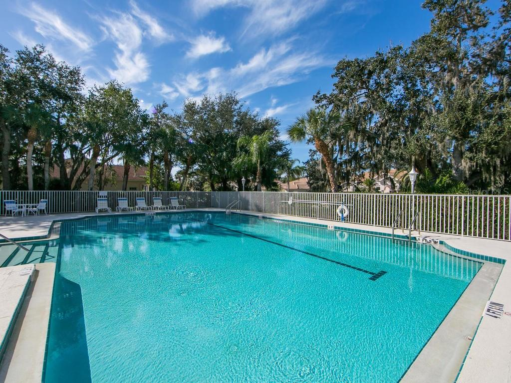 Community swimming pool - Single Family Home for sale at 1010 Oak Preserve Ln, Osprey, FL 34229 - MLS Number is A4207598