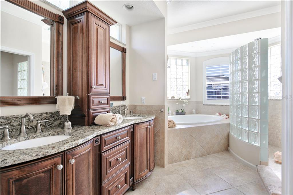 Master bathroom - Single Family Home for sale at 4811 64th Dr W, Bradenton, FL 34210 - MLS Number is A4209313