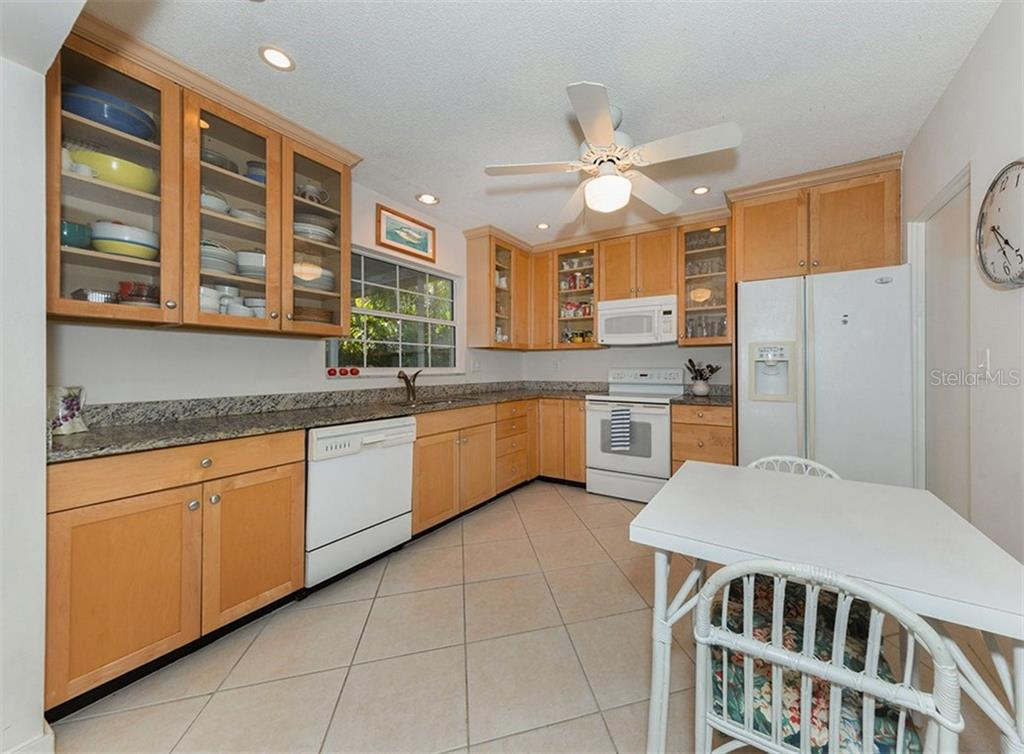 Kitchen - Single Family Home for sale at 445 Mahon Dr, Venice, FL 34285 - MLS Number is A4209507