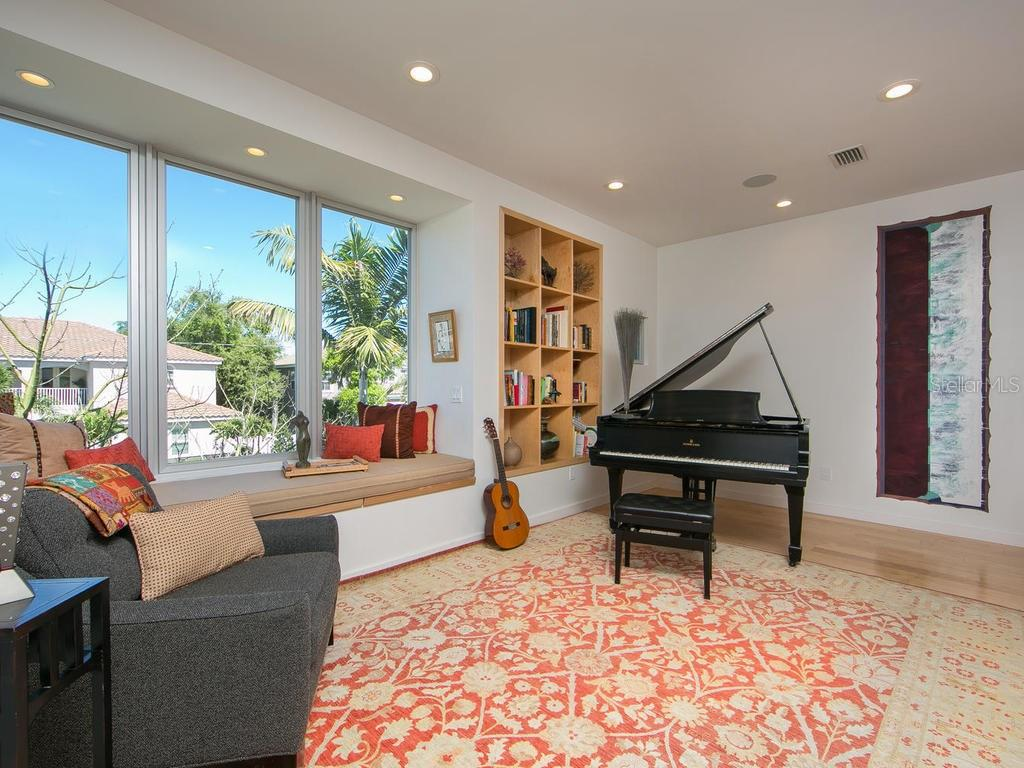 Built-in book cases & additional built-in art niche with accent lighting in hallway. - Single Family Home for sale at 1924 Bougainvillea St, Sarasota, FL 34239 - MLS Number is A4211939