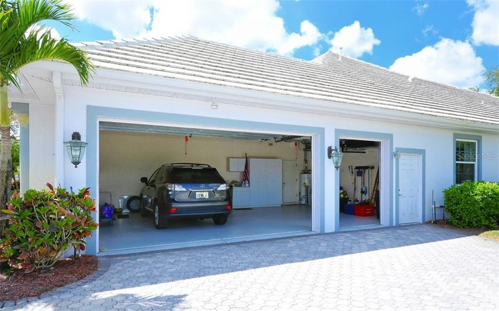 Garage - Single Family Home for sale at 402 Trenwick Ln, Venice, FL 34293 - MLS Number is A4214615