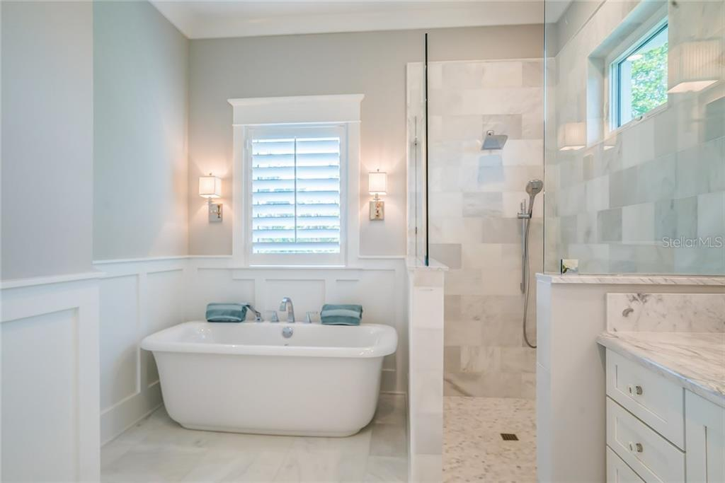 Soak Bath & Walk In Shower - Single Family Home for sale at 601 Triton Bnd, Longboat Key, FL 34228 - MLS Number is A4215179