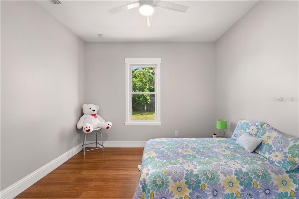 bedroom 2 - Single Family Home for sale at 6010 Hollywood Blvd, Sarasota, FL 34231 - MLS Number is A4400462