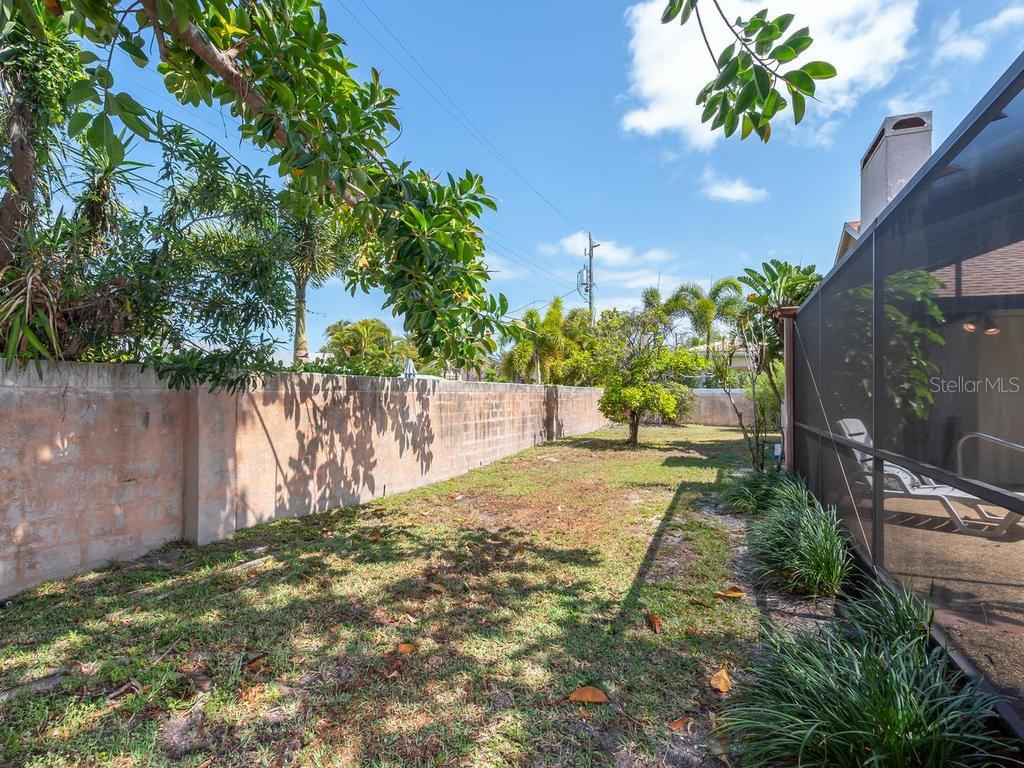 Backyard - Single Family Home for sale at 1173 Morningside Pl, Sarasota, FL 34236 - MLS Number is A4401654