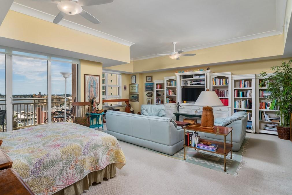 Master Bedroom with sitting area - Condo for sale at 1350 Main St #1510, Sarasota, FL 34236 - MLS Number is A4412247