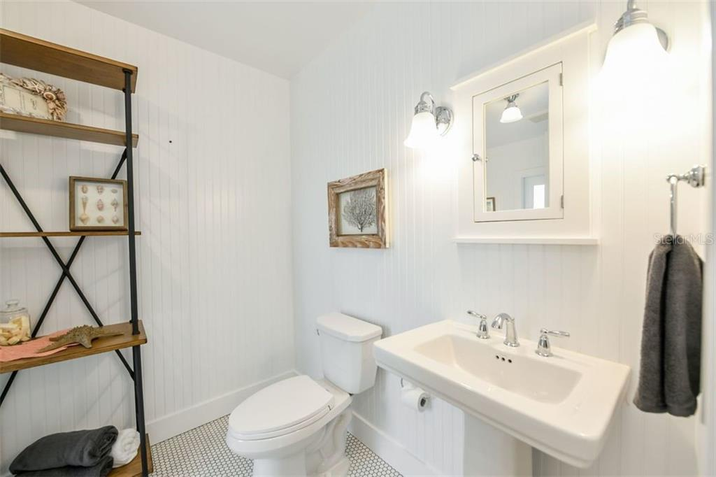 Guest Bathroom - Single Family Home for sale at 550 Ohio Pl, Sarasota, FL 34236 - MLS Number is A4414310