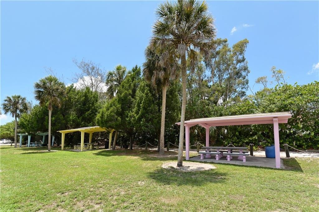 Single Family Home for sale at 6516 26th St W, Bradenton, FL 34207 - MLS Number is A4415877