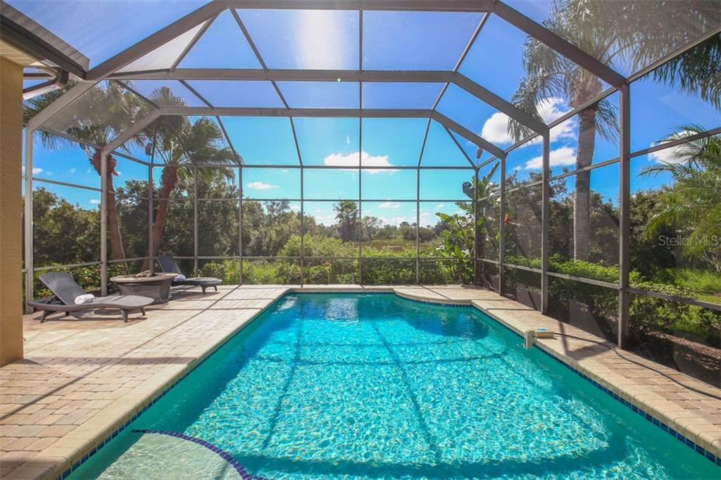 Sparkling Pool - Single Family Home for sale at 7060 Whitemarsh Cir, Lakewood Ranch, FL 34202 - MLS Number is A4417363