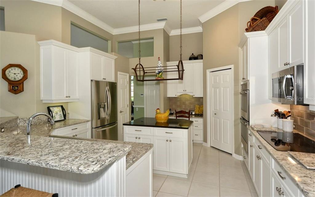 Kitchen - Single Family Home for sale at 462 Sherbrooke Ct, Venice, FL 34293 - MLS Number is A4418225