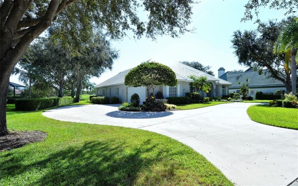 Side of house - Single Family Home for sale at 462 Sherbrooke Ct, Venice, FL 34293 - MLS Number is A4418225