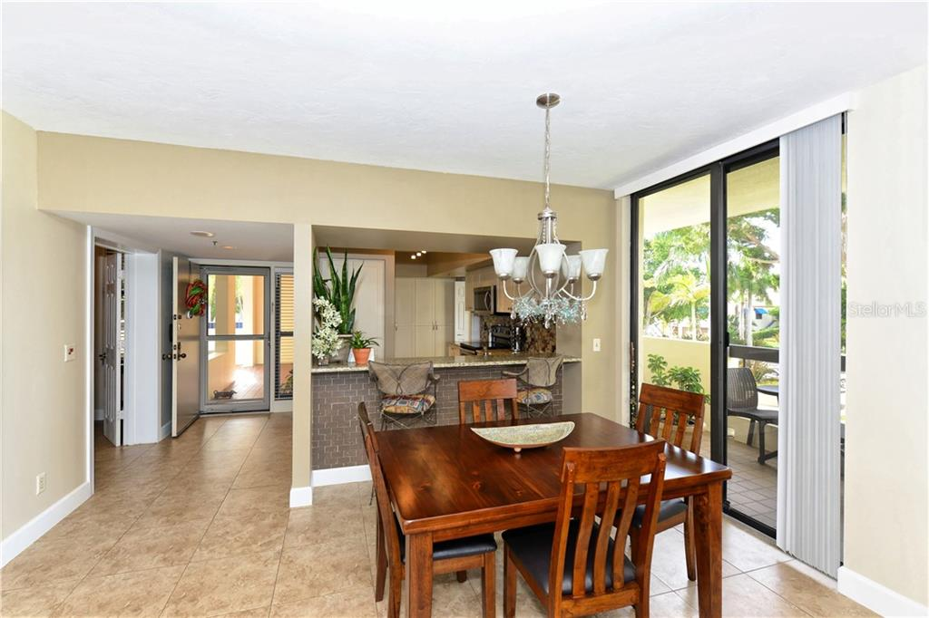 Dining area with additional terrace - Condo for sale at 1930 Harbourside Dr #117, Longboat Key, FL 34228 - MLS Number is A4420232