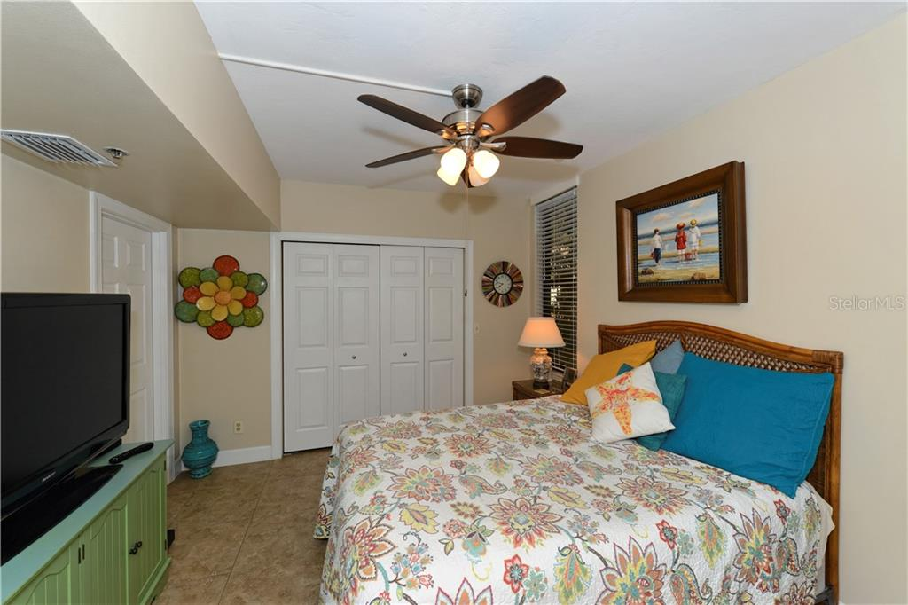 Guest bedroom - Condo for sale at 1930 Harbourside Dr #117, Longboat Key, FL 34228 - MLS Number is A4420232