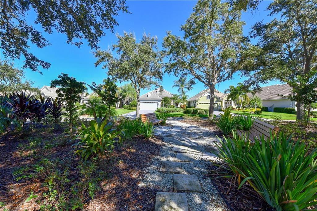 Single Family Home for sale at 6559 Oakland Hills Dr, Lakewood Ranch, FL 34202 - MLS Number is A4420722