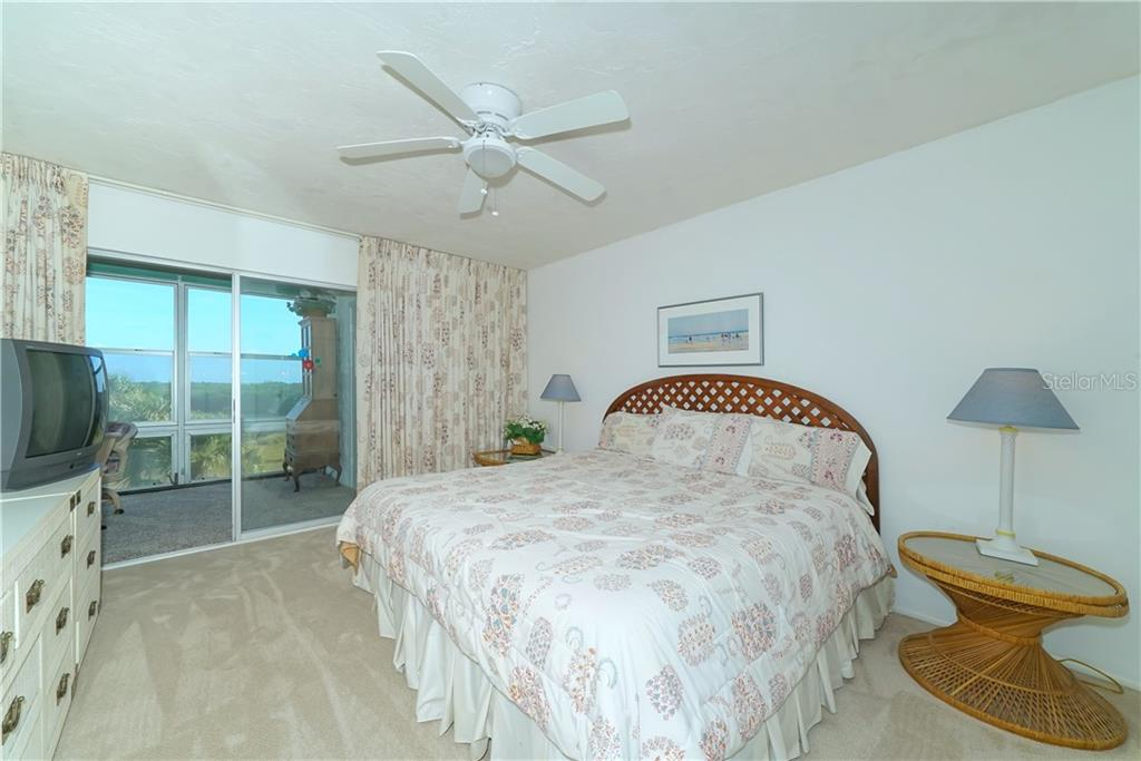 Master bedroom has a reach-in closet and a walk-in closet. - Condo for sale at 4700 Gulf Of Mexico Dr #305, Longboat Key, FL 34228 - MLS Number is A4422164