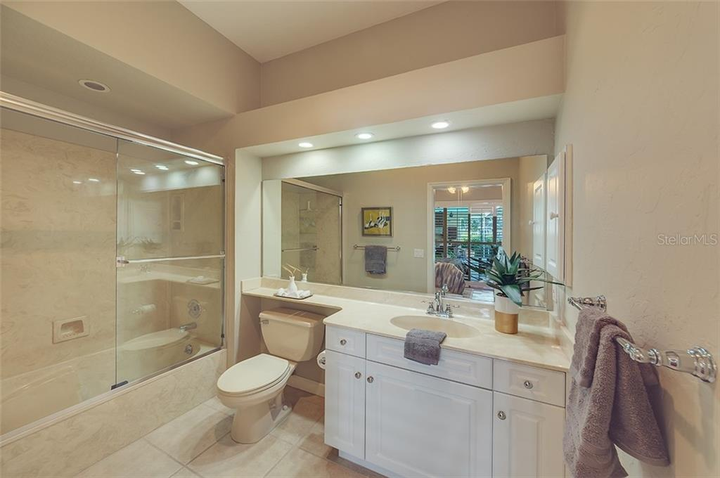 Ensuite guest bathroom. - Single Family Home for sale at 2972 Jeff Myers Cir, Sarasota, FL 34240 - MLS Number is A4424133