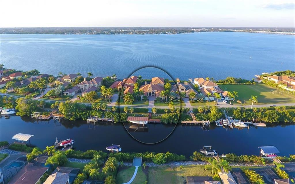 Single Family Home for sale at 4007 Hawk Island Dr, Bradenton, FL 34208 - MLS Number is A4427433
